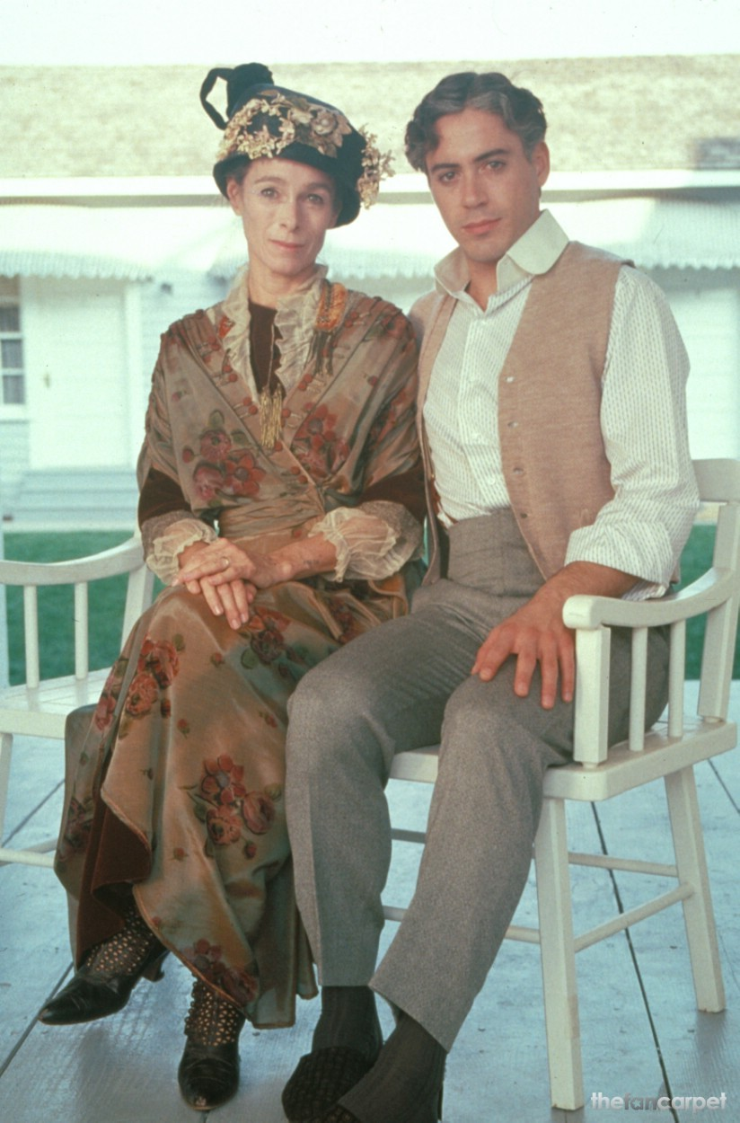Geraldine Chaplin,Robert Downey Jr.