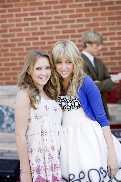 Emily Osment,Miley Cyrus