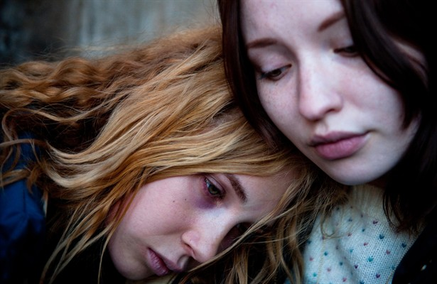 Emily Browning,Juno Temple