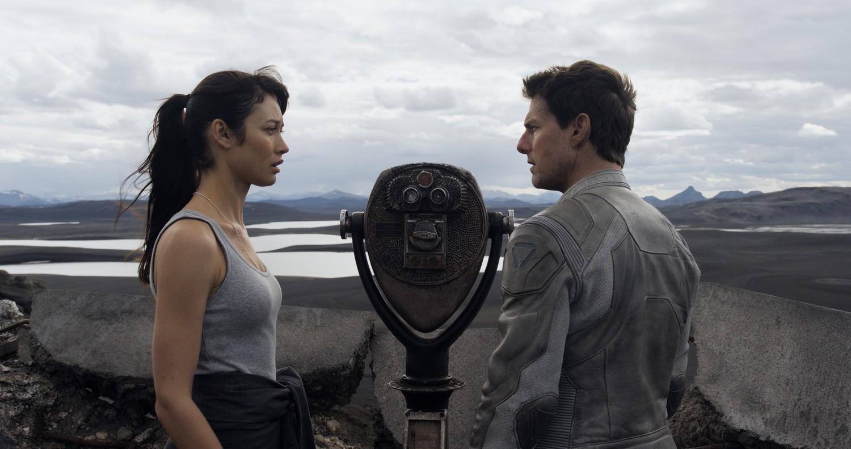 Olga Kurylenko,Tom Cruise