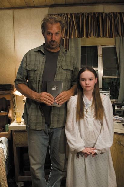 Kevin Costner,Madeline Carroll