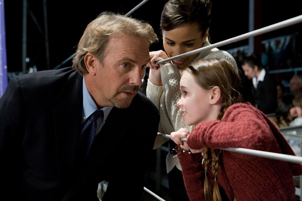 Kevin Costner,Madeline Carroll,Paula Patton