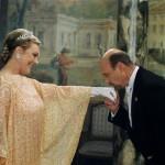 Hector Elizondo,Julie Andrews