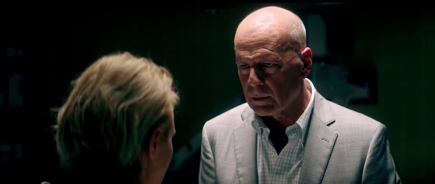 Bruce Willis, Nicky Whelan